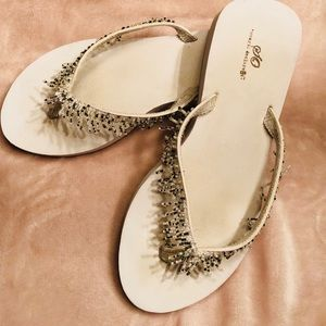 451d1e22147 SO Shoes - White dressy flip flops